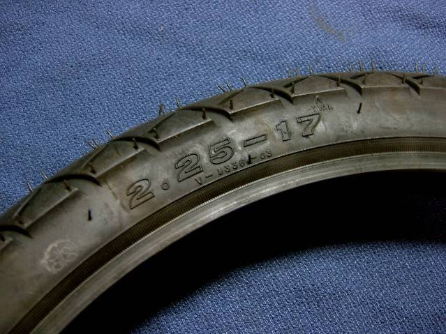 タイヤR225-17